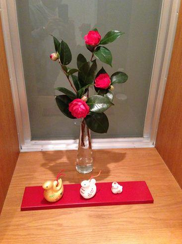 牡丹と土鈴.jpg
